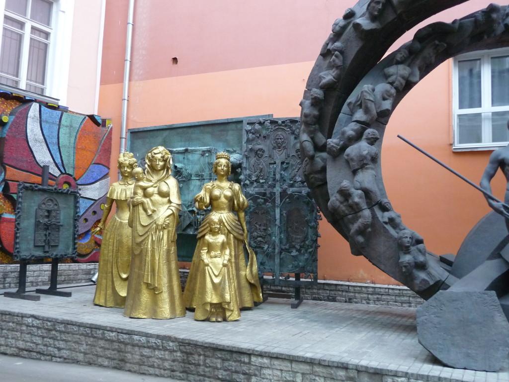statue corte interna